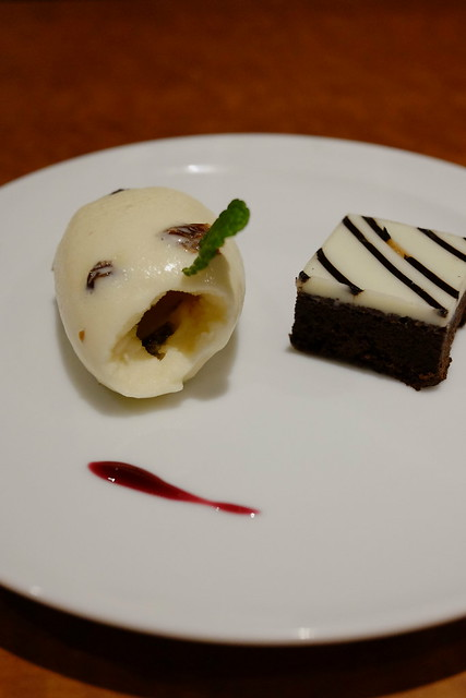 dessert gelato & chocolate cake