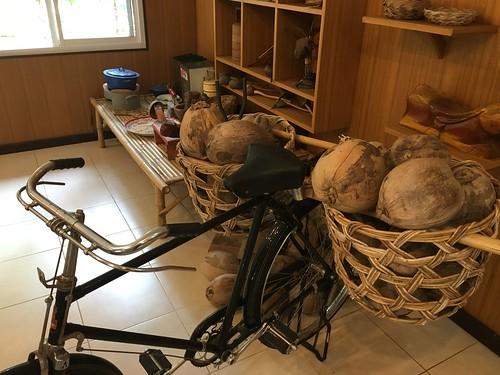 サムイ島 ココナッツオイル作成体験 ー Coconuts oil making class