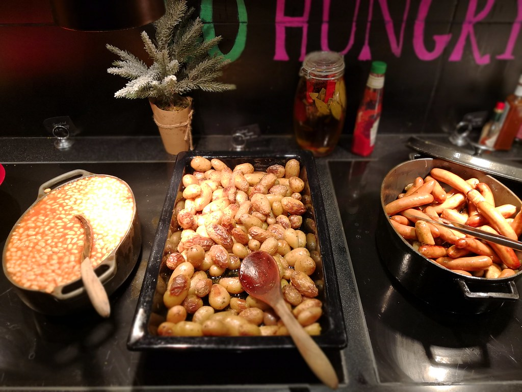 Sausages, potatoes and baked beans