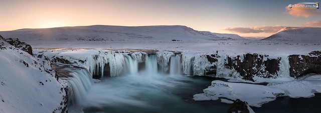 The sun goes down behind Goðafoss