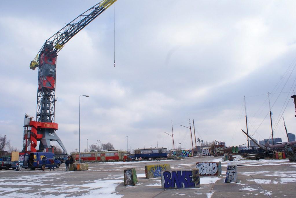 Ancienne grue du port d'Amsterdam transformée en hébergement de luxe.