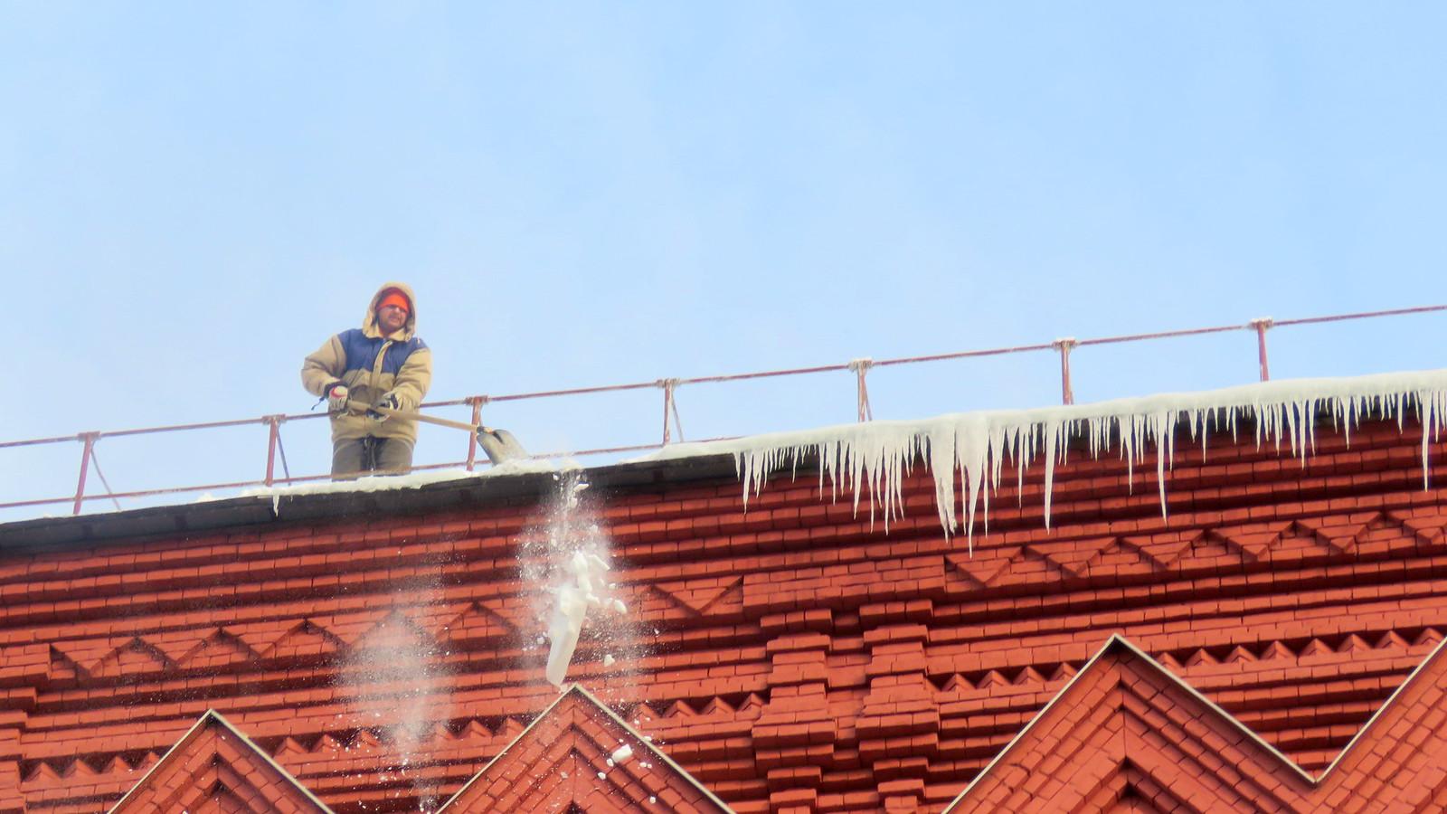 Раб крыши Он там есть