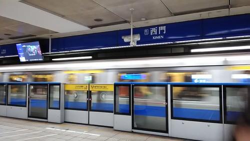 駅のホームドア 201703 台北 地下鉄