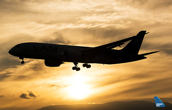 Boeing 787-8 sunset (S.Blaise)