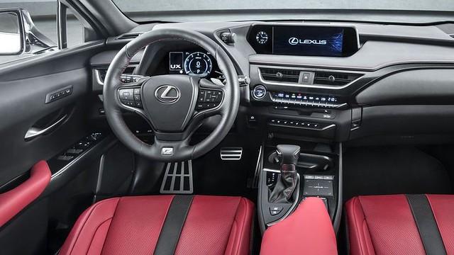 Lexus UX premiera 4