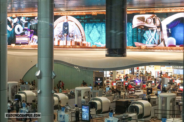 changi airport t4 immersive walls baggage cycle - kadungcampur