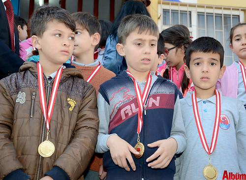 İstiklal Marşı'nı ezberlediler madalyaları kaptılar-4