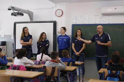 El Cajasol Juvasa Voley visita el Colegio Maestra Dolores Velasco