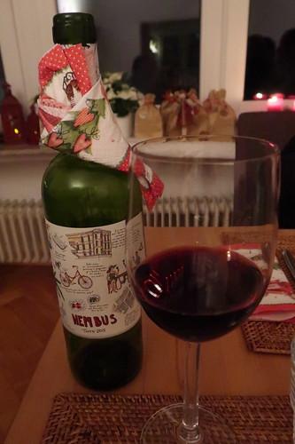 Nembus Tinto (= charmanter Rotwein aus den Traubensorten Monastrell, Syrah/Shiraz, Garnacha Tintorera, Cabernet Sauvignon)