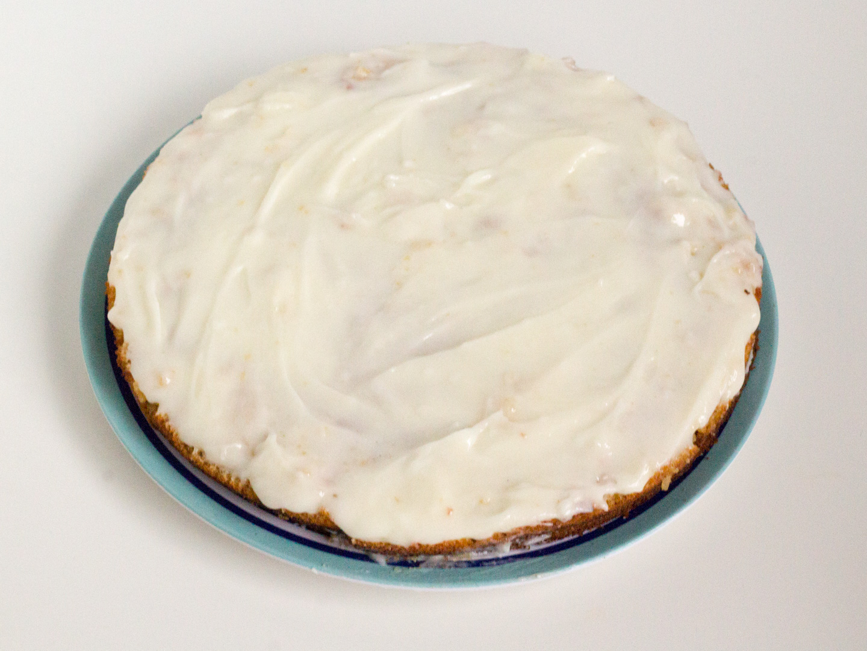 Smeer de frosting op de cake