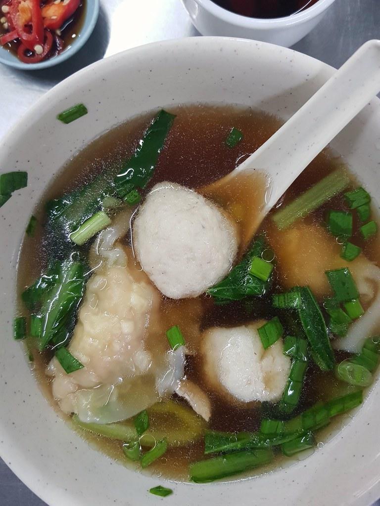 水饺鱼丸汤 Dumpling Fish Ball Soup rm$6.40 @ (桃園茶樓) Tho Yuen Restaurant, Georgetown Penang