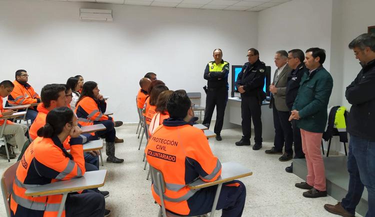 Los voluntarios de Protección Civil reciben un curso de reciclaje sobre seguridad vial