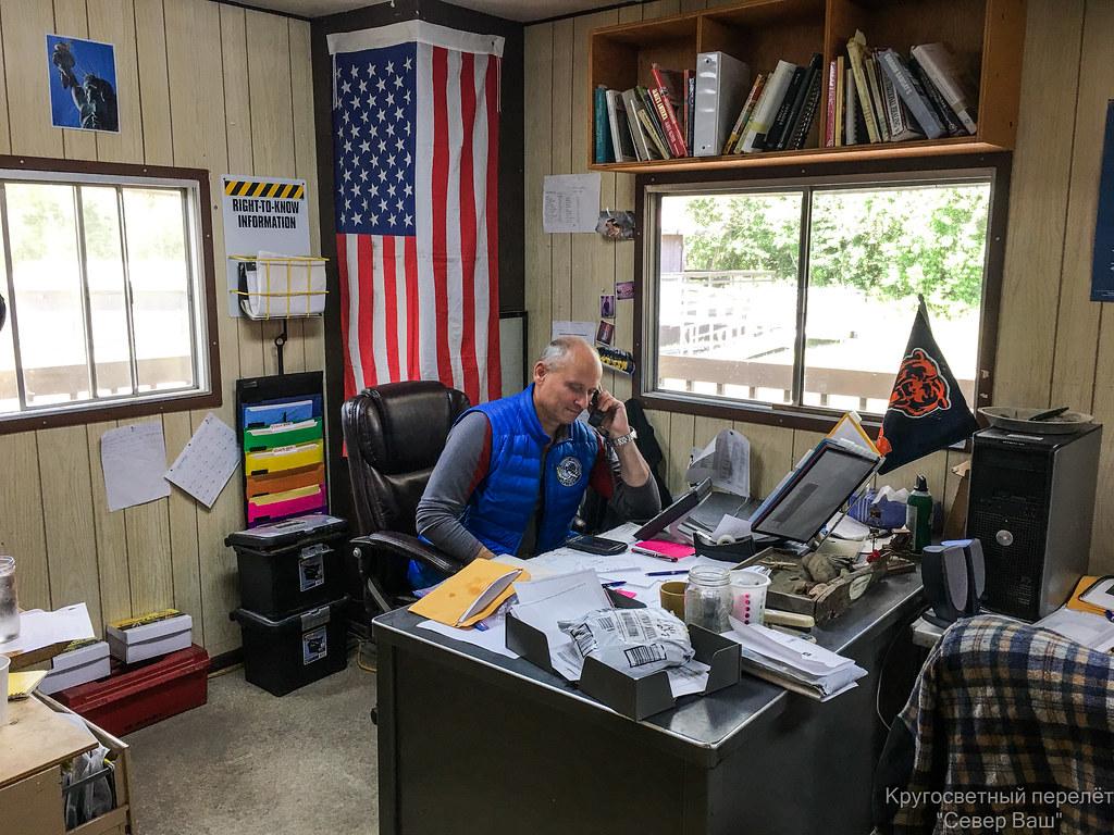 Владимира Владимировича пригласили работать на Аляске, сразу выделили рабочий стол