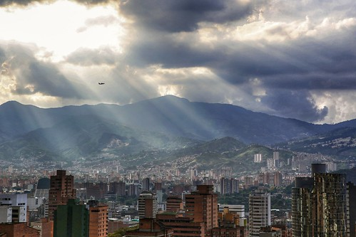 colombia medellín sun sunset sunrise sunlights sunshine clouds city arquitectura arquitecture landscape mountains