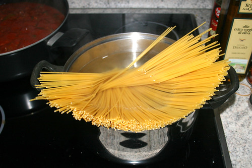 13 - Spaghetti kochen / Cook spaghetti
