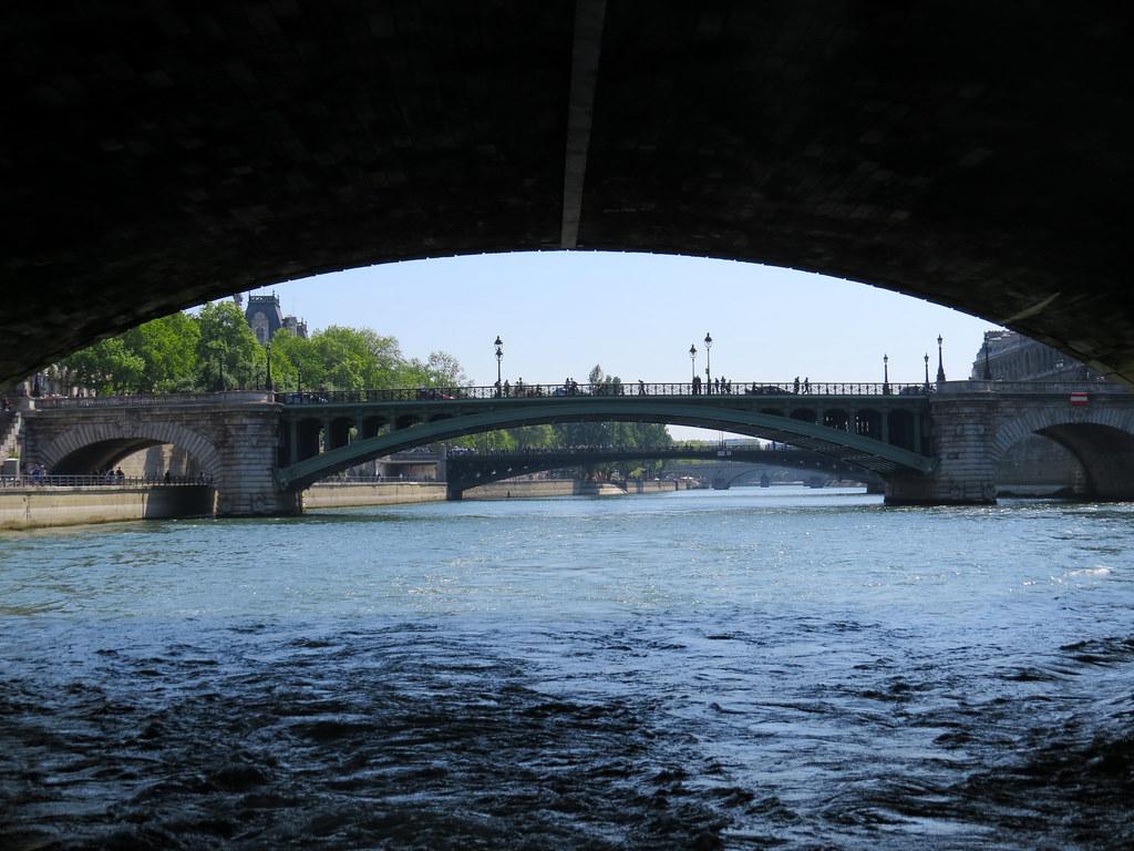 Под мостом Менял