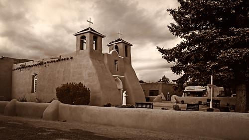 bw blackwhite blackandwhite chapel church cross iglesia monochrome sanfranciscodeasis sepia stfrancisofassisi ranchosdetaos newmexico unitedstates us