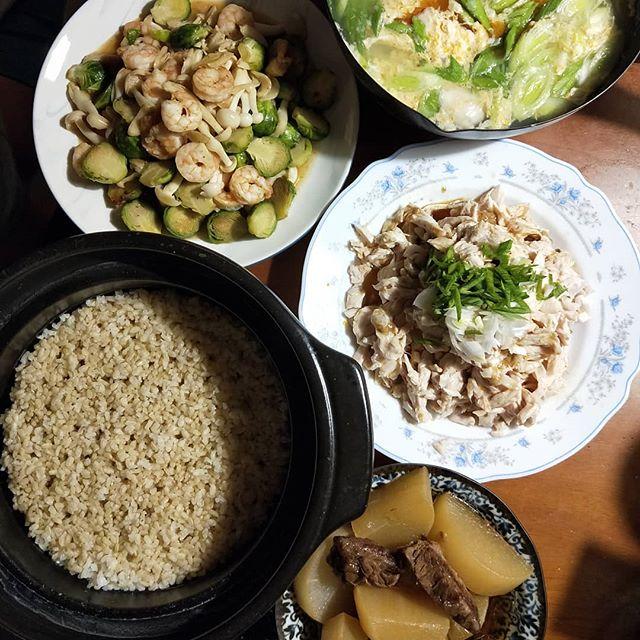 20181121 ✓椒麻雞絲 ✓球芽甘藍炒蝦 ✓蘿蔔燉牛腩 ✓蒜苗蛋湯 ✓鍋煮糙米飯 #葛蘿的餐桌