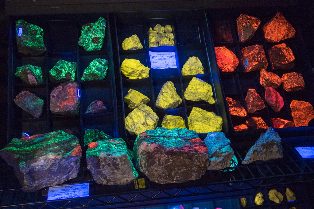 Blacklight gems and minerals