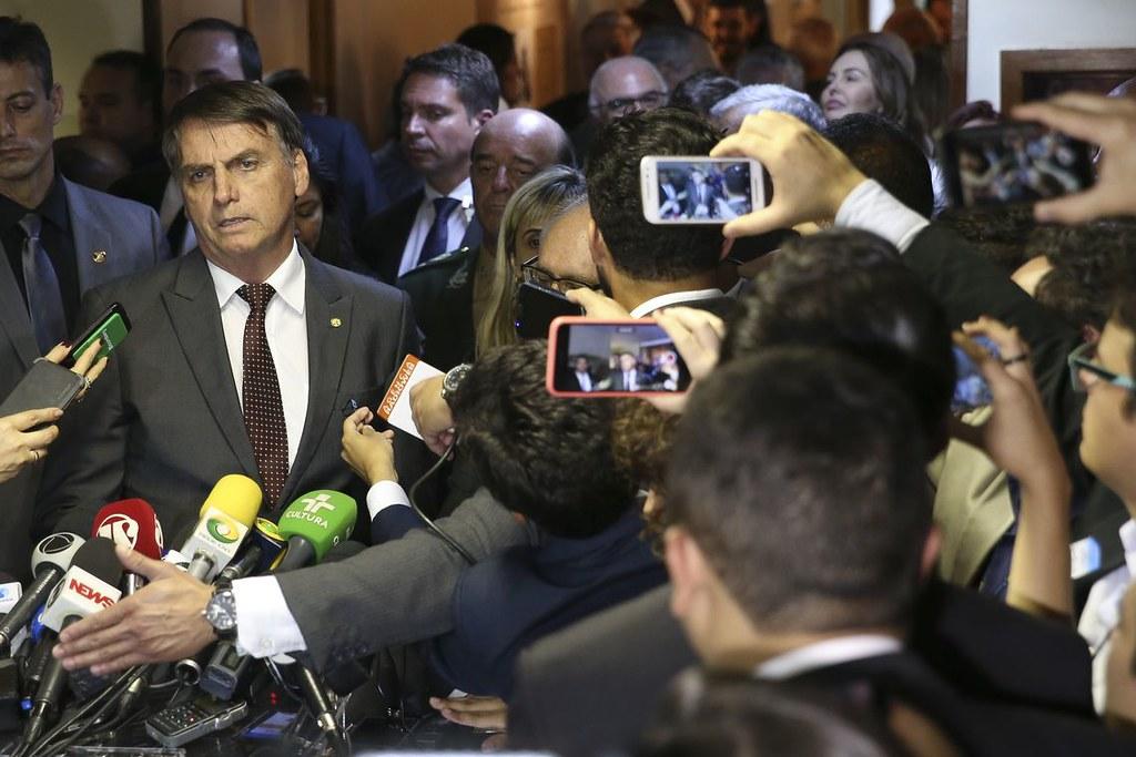 Bolsonaro volta atrás, e diz que não irá extinguir o Ministério do Trabalho, bozo