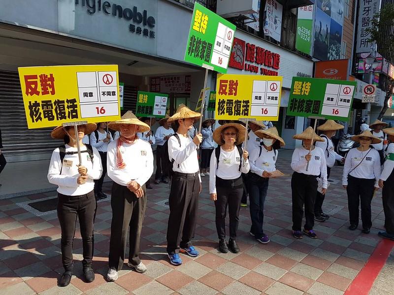 林義雄呼籲堅定反核,公投16案投下「不同意」。