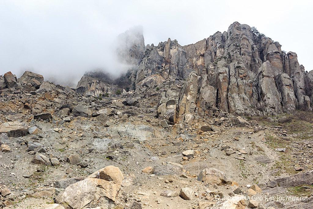 склоны горного массива Демерджи (Долина Привидений)