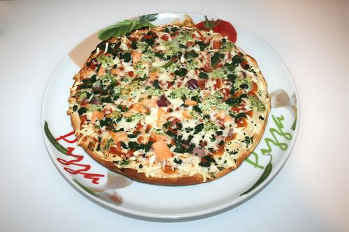 Wagner - Die Backfrische - Pizza Lachs Spinat mit Joghurt-Basilikum-Creme