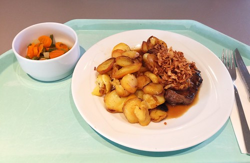 Vienna onion beef roast with gravy & roast potatoes / Wiener Zwiebelrostbraten mit Bratensauce & Röstkartoffeln