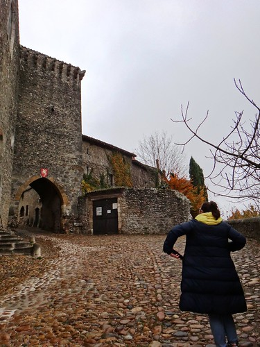 У входа в город старинная церковь