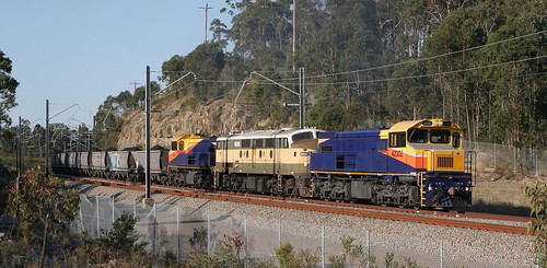 42302 + 42103 & 42304 NW454 NEWSTAN COLLIERY TO VALES POINT POWER STATION LOADED COAL. FASSIFERN 19th Sept 2006.