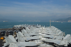 USS Ronald Reagan (CVN 76) pulls into Hong Kong for a port visit, Nov. 21. (U.S. Navy/MC3 Codie L. Soule)
