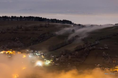 Stratus nocturne sur le Mont Bénand