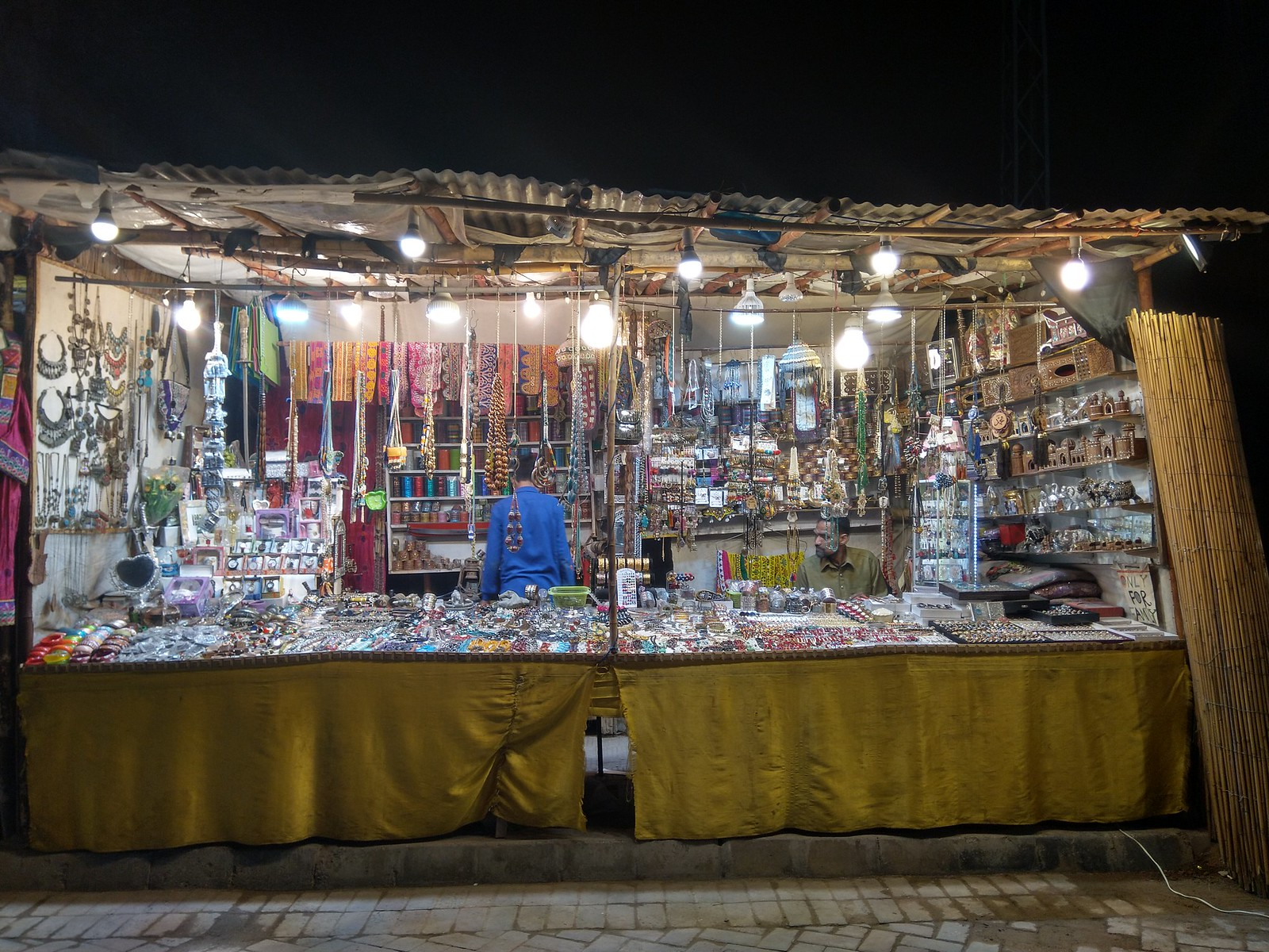 Shop Picture at night with HDR Mode on Nokia 6.1 Plus
