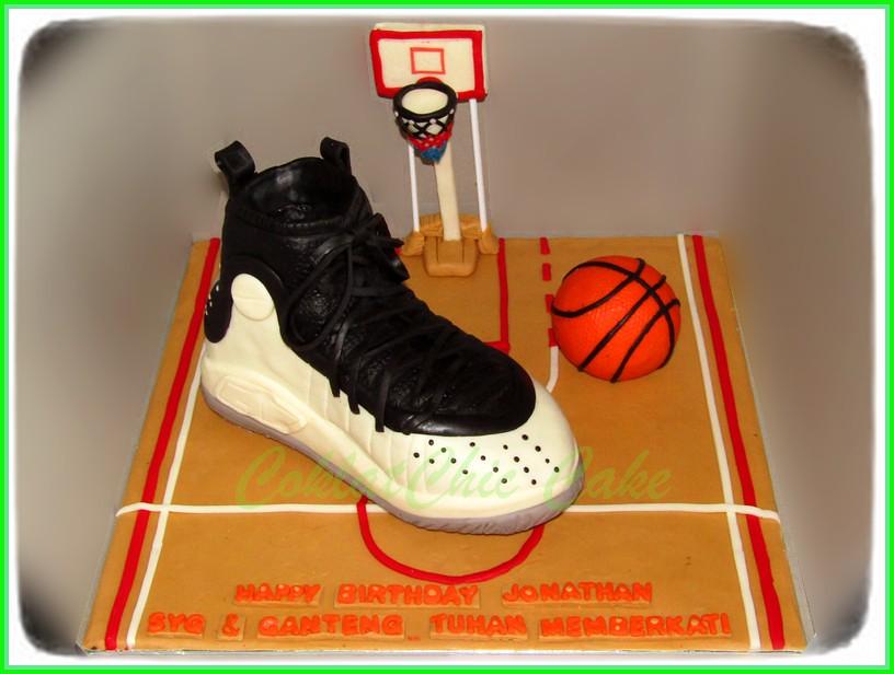 Cake basketball Shoe Under Armour SC JONATHAN 24 cm
