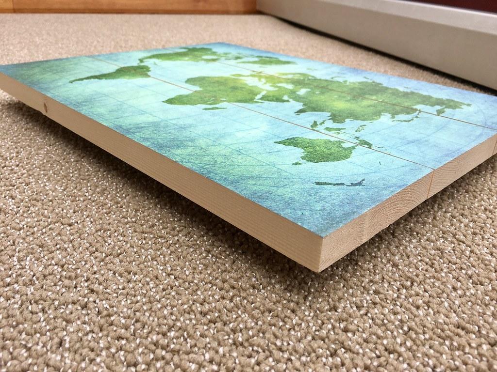 Wereldkaart op hout