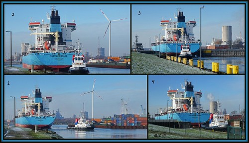 Edward Maersk fährt in die Schleuse