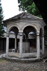 Fontaine aux ablutions, cour de la mosquée de Karađoz Bey, 1557-1558,  Braće Fejića, Mostar, Herzégovine-Neretva, Bosnie-Herzégovine.