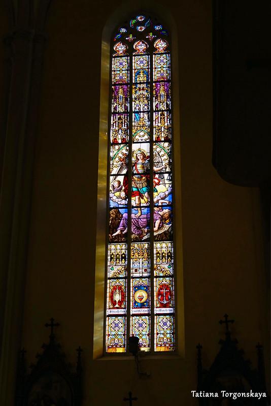 Витражи церкви Девы Марии