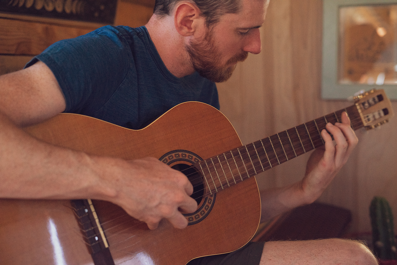 04joshuatree-travel-lifestyle-guitar
