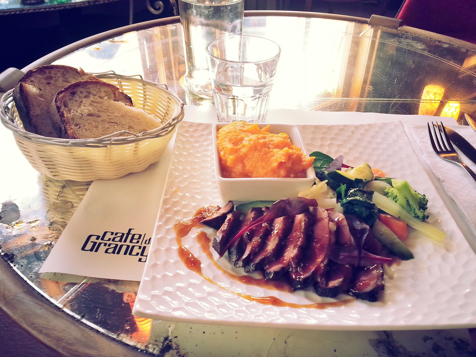 16-01-29 (Lausanne) Lunch at Café de Grancy (duck with sweet potato purée and vegetables). 29 Swiss francs-incredible!