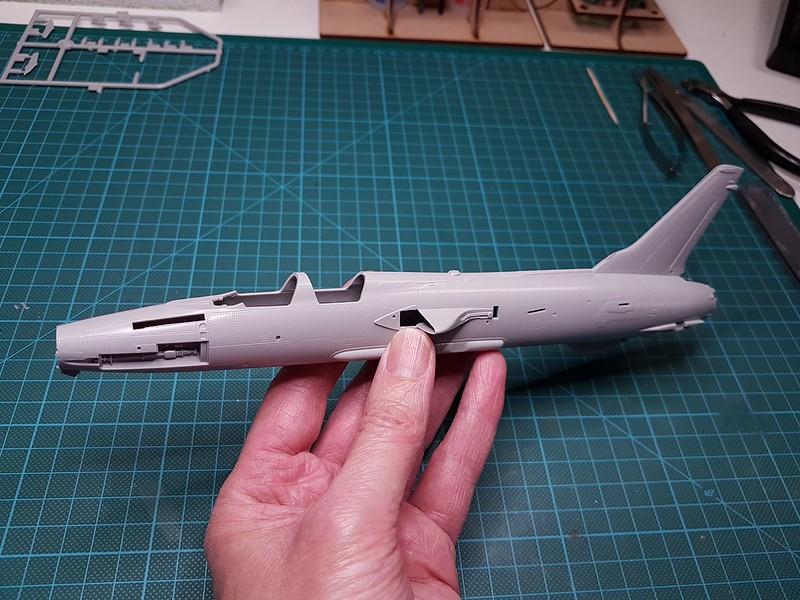 Trumpeter 1/72 F-105G Wild Weasel 31675362507_1a734134d9_c