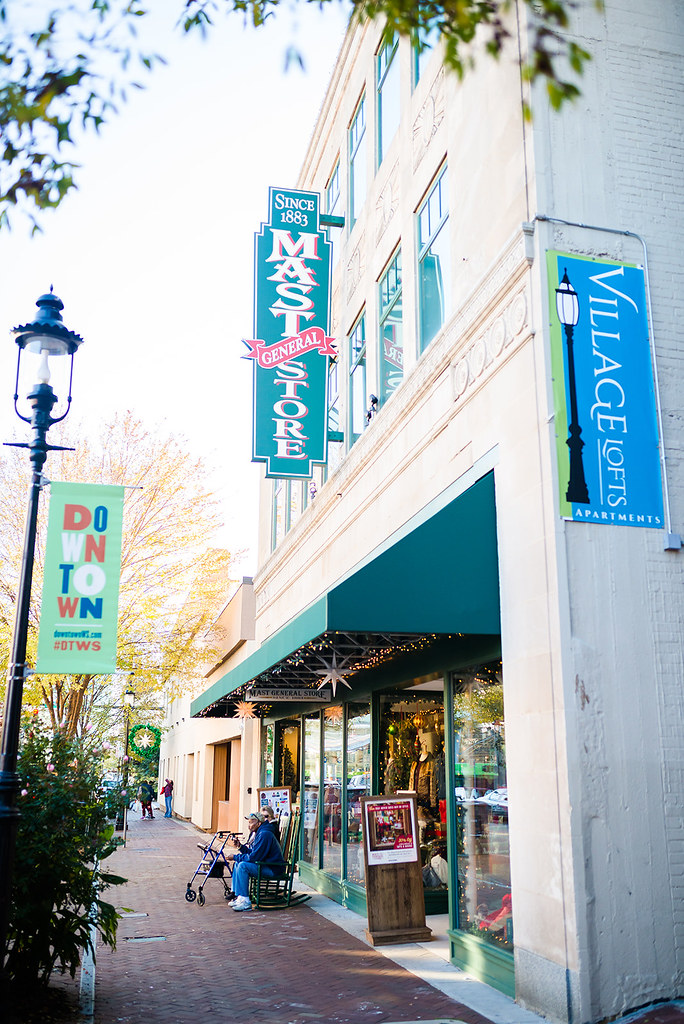 Winston-Salem During the Holidays-@headtotoechic-Head to Toe Chic