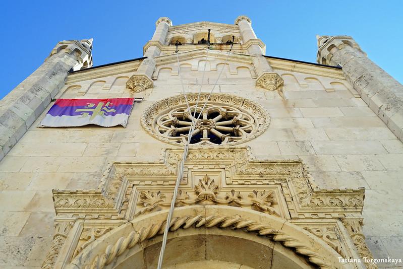 Фасад церкви Св. Архангела Михаила в Херцег Нови