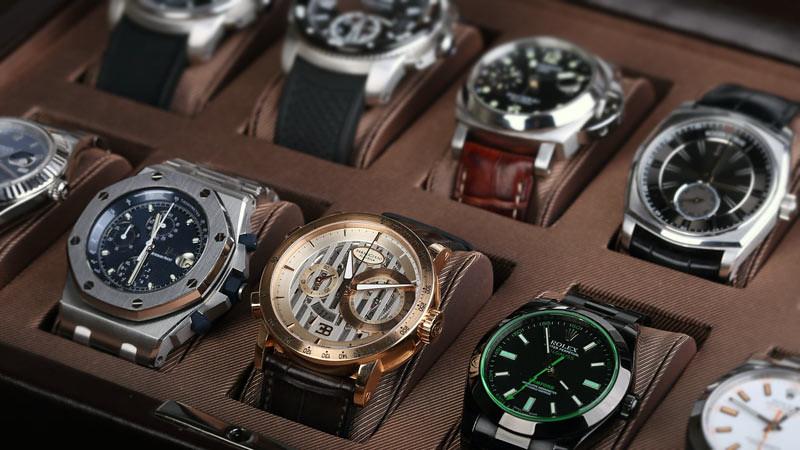 Ada berbagai jenis jam tangan diperdagangkan.