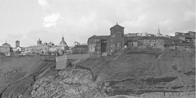 Convento de San Gil en 1905. Detalle de una foto de Serafín Mainou. Colección de Juan Modolell