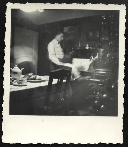 Archiv R659 Weihnachten, Stollen und Klaviermusik, 1930er