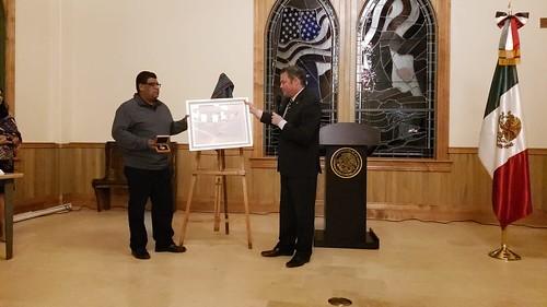 """""""Entrega de reconocimiento Mexicanos Distinguidos"""""""
