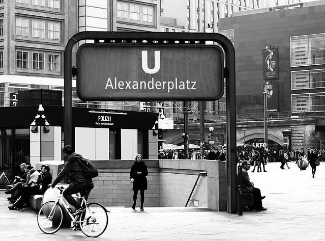U Bahn Alexanderplatz, Sony DSLR-A230, Sony DT 35mm F1.8 SAM (SAL35F18)