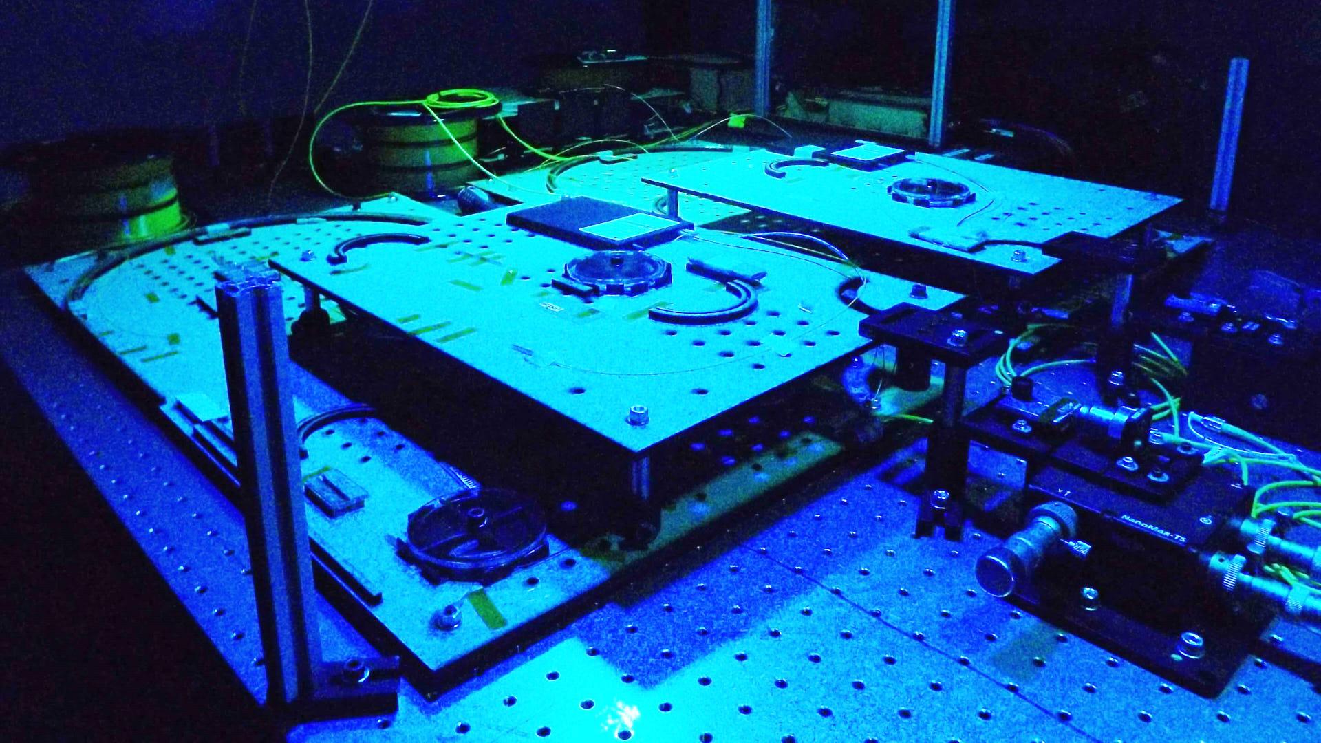 Photograph of a single photon source built with optical fibre