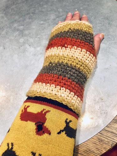 organic cotton sausage dog cardigan (palava) ans wristwarmers, nov 2018